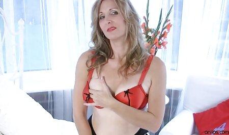 Megkötözve Reese Bentley maszturbál a ingyen pornó filmek online férfi börtönben.