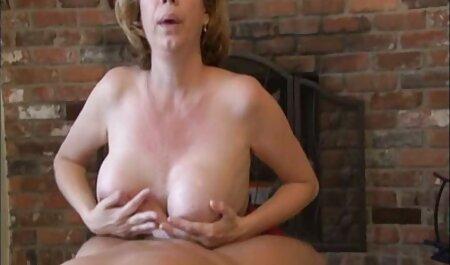 Édes, rugalmas pornó film magyarul lány húzódik a teste