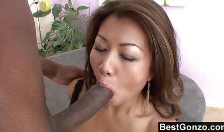 Egy alázatos, domináns felesége baszik rá a seggét, pornófilmek teljes mint egy disznó.