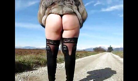 A drága Ázsiai lány egy játékkal magyarul beszélö porno film szar a nedves puncijában a webkamera előtt.