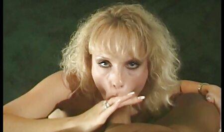 Egy fehér lány egy nagy, elegáns teljes filmek magyarul porno szamárral használja az összes lyukát, hogy egy nagy fekete kakashoz szegezze.