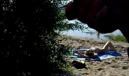 Angol vörös Milf kitölti a pornó film online seggét ujjaival.