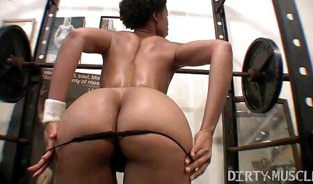 csiklandozás az online pornó filmek edzőteremben
