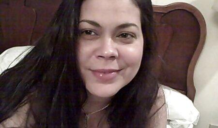 Szőke Anna megtöri videa maszti a szüzességét egy dildo.